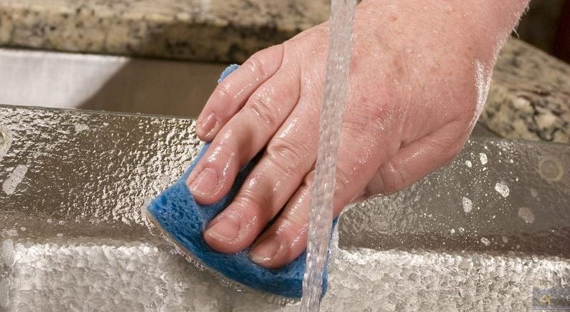 how to keep a kitchen sponge clean
